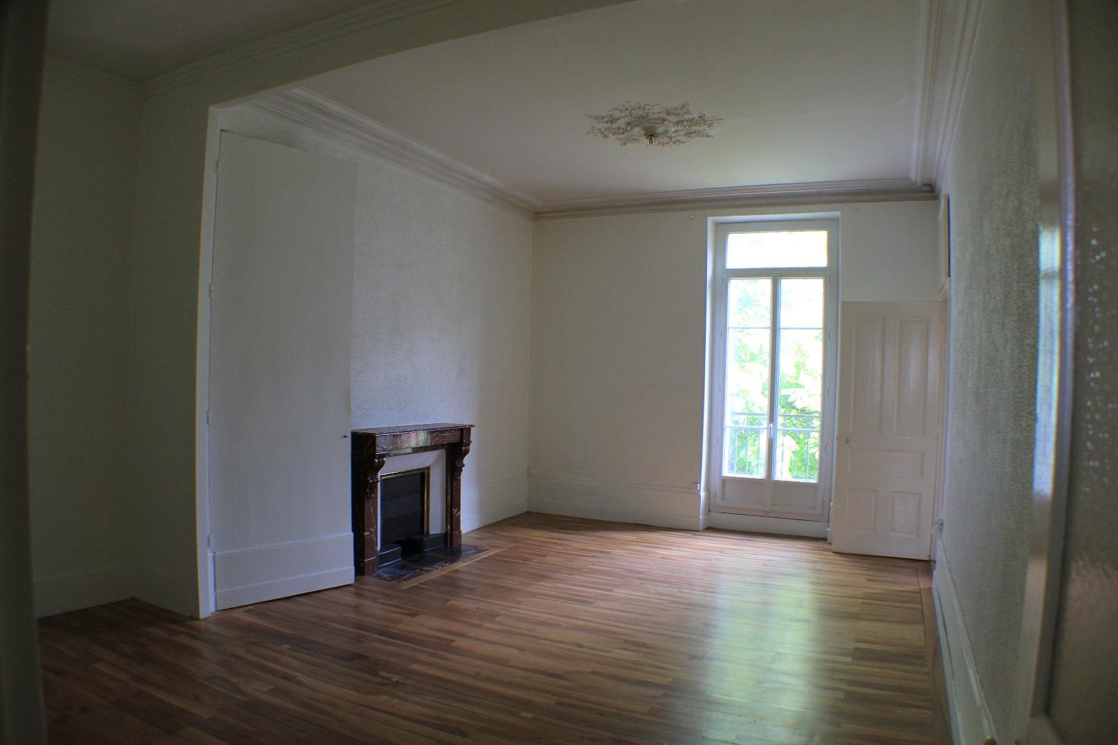 vente grenoble alsace lorraine bel ancien avec ascenseur. Black Bedroom Furniture Sets. Home Design Ideas